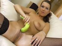 Masturbazione vaginale con la banana
