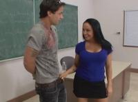 Sesso hard in classe con il prof