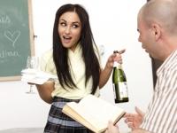 Studentessa fottuta dopo un pompino goloso