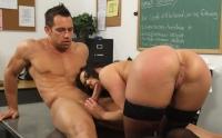 Kendra Lust si gode il cazzo duro dello studente