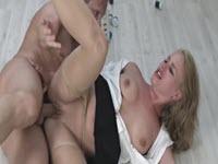 Sesso hard con una milf tettona fottuta dal bianchino