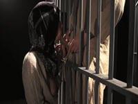 Troia araba fa pompini golosi al suo marito detenuto