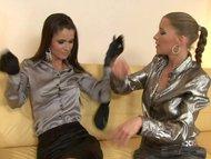 Bellissime ragazze lesbiche si leccano