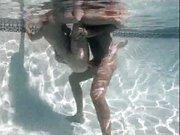 Sesso bollente in piscina